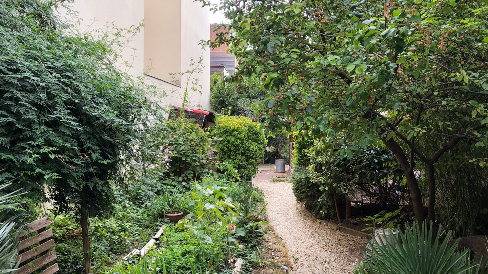 The entrance of Jardin des Soupirs, hidden in the discreet Passage des Soupirs