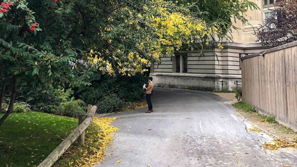 Jardin de la Nouvelle-France, a Hidden Peace Haven along the Champs-Élysées