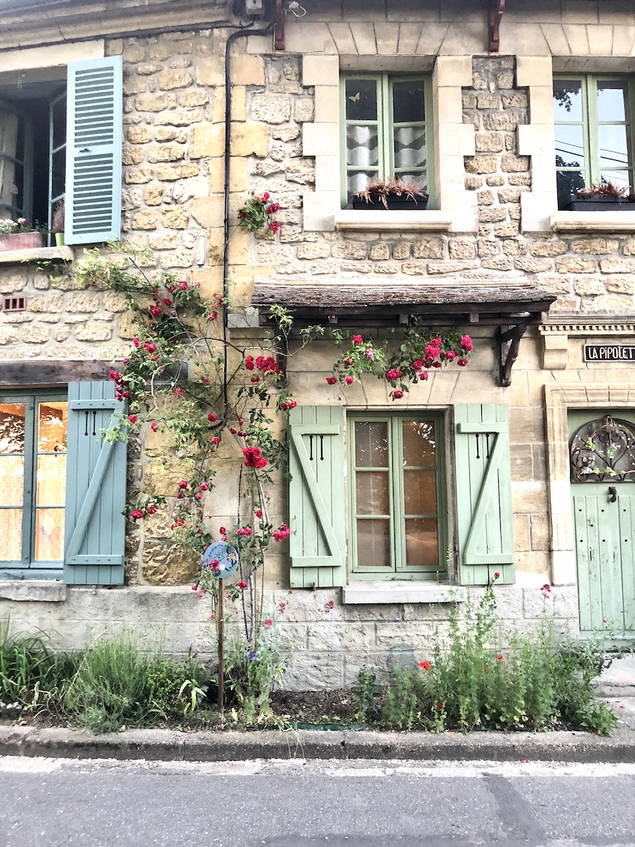 A picturesque façades of Auvers-Sur-Oise
